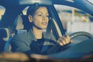 Mesdames vous vous faites braquer votre voiture l'auto défense vous sera utile