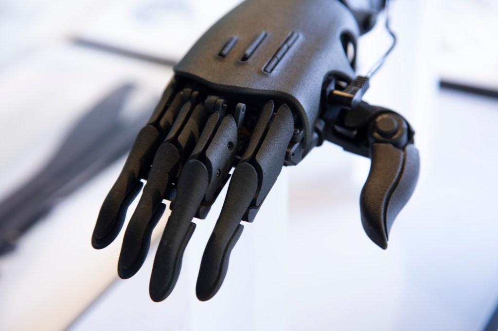 democratizing-robotics