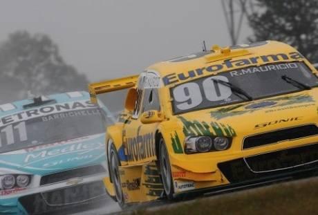 Maurício e Barrichello deram show de pilotagem na segunda corrida (Foto Duda Bairros)