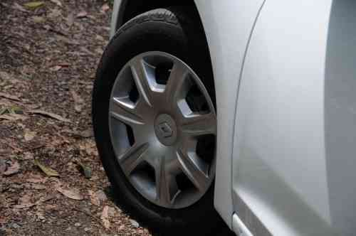 Renault Sandero Autentique 13