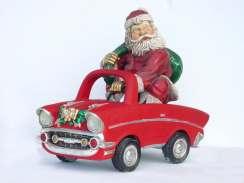 Papai Noel em um pequeno carro conversível, foto de um enfeite de Natal