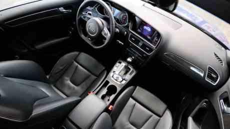 Audi RS 4 Avant interior 01 AUTOentusiastas