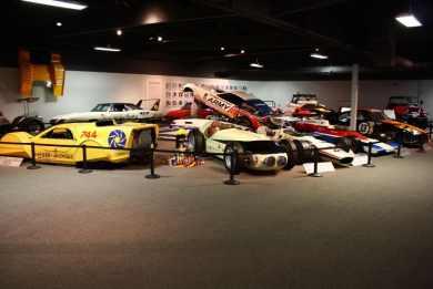 Seção de carros de corrida do National Automotive Museum, EUA