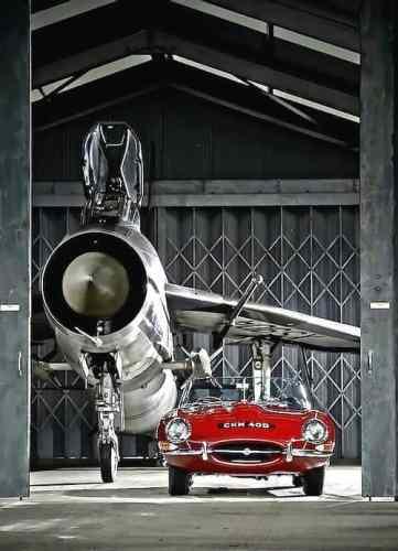 Dois clássicos britânicos, entre as mais belas criações motorizadas do homem (Pinterest)