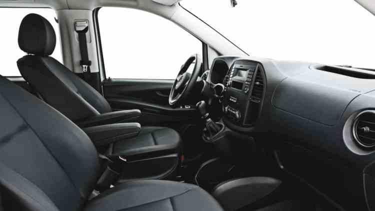 Posição de dirigir confortável com ajuste de altura e profundidade do volante e excelente posição da alavanca de câmbio