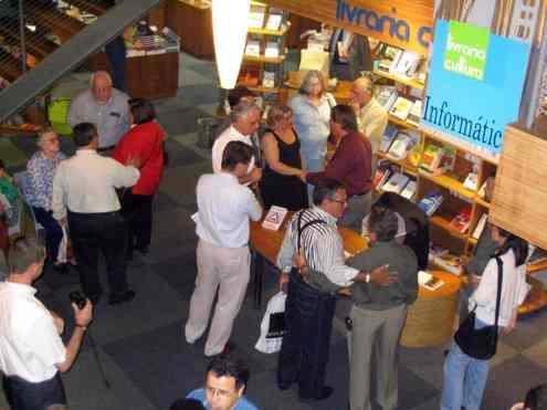 Vista superior parcial da sala da Livraria Cultura reservada para o lançamento do livro