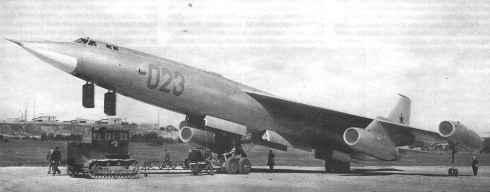 Fotos são de baixa qualidade na época em que o avião era novidade (computerra.ru)