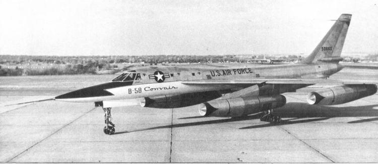 XB-58, o primeiro protótipo, sem casulo, mostra linhas esguias (USAF)