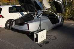 Para deixar o carro mais leve a VW fez o conversor AC/DC algo separado que se coloque em casa ou na porta-malas