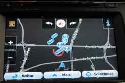Tela do GPS com pontos azuis mostram itens de interesse que podem ser selecionados