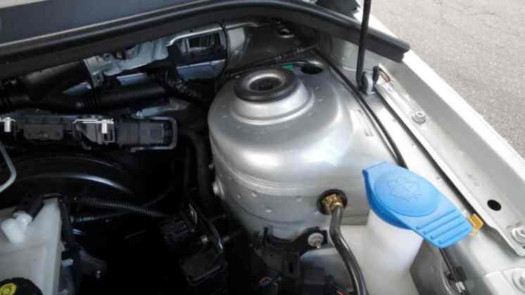 Capricho: pintura do cofre do motor igual à externa