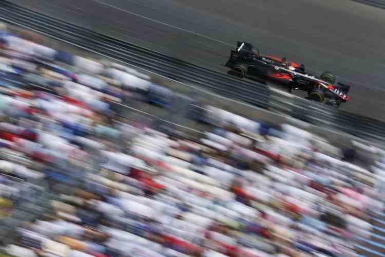 Alonso deverá ter novo companheiro em 2017. Vandoorne ee aposta certa para subsituir Button (foto McLaren)