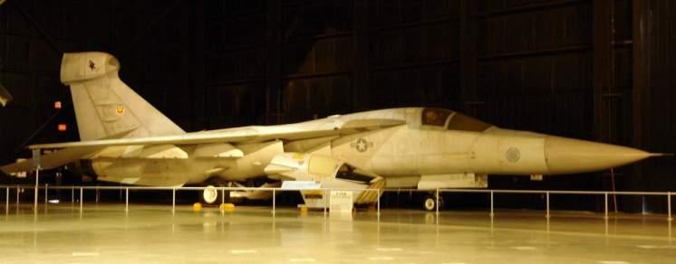 Versão de guerra eletrônica do F-111, em posição ótima