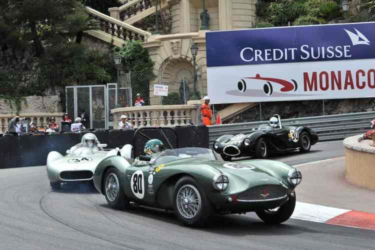 Um Aston Martin DB3S de 1954 lidera um grupo em uma das baterias do GP Histórico de Monte Carlo (Foto Credit Suisse)