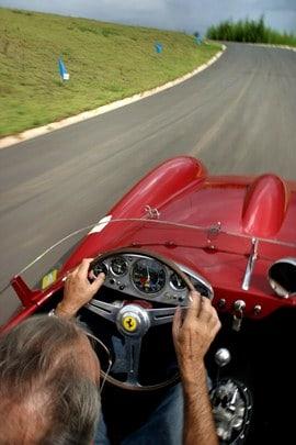 Boa posição para guiar e boa ergonomia é primordial (Foto: Car and Driver Brasil)