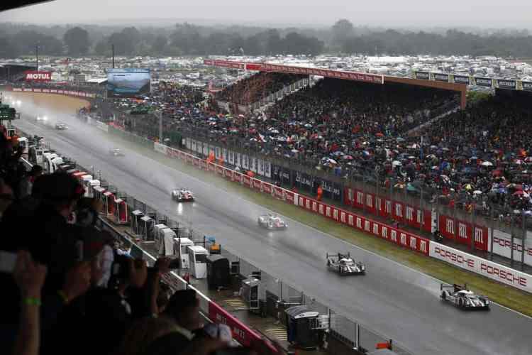 Largada de Le Mans 2016 foi sob chuva. Chegada teve lágrimas (Foto Porsche)