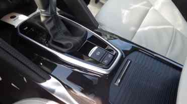 Freio de estacionamento elétrico, controlador e limitador de velocidade