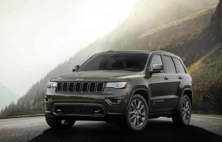 """Jeep Grand Cherokee """"Seventy Five Years"""" e os diversos detalhes em bronze fosco, juntamente com a frente redesenhada e exclusiva. Foto: divulgação"""