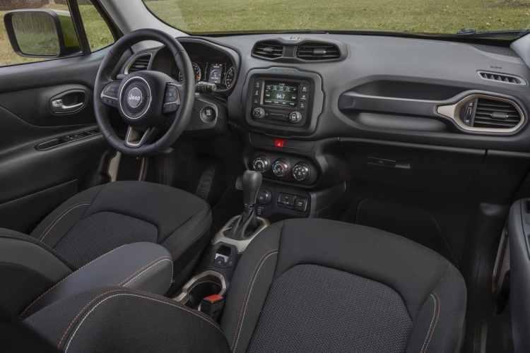 Visual do interior do Jeep Renegade 75th Anniversary no mercado americano. Foto: divulgação