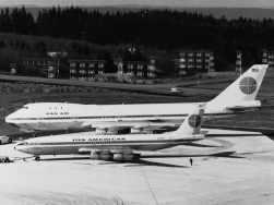 Boeing 747 original (ao lado um 707)