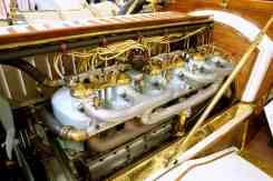 Motor enorme, como o carro, com 90 hp