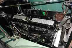Motor tem aparência muito moderna para um carro tão antigo