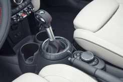 A base da alavanca seletora é por onde se ajustam os modos de condução