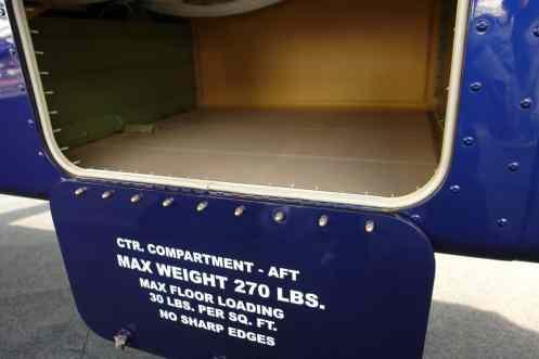 Bagageiro sob a fuselagem tem acesso muito fácil para cargas mais pesadas