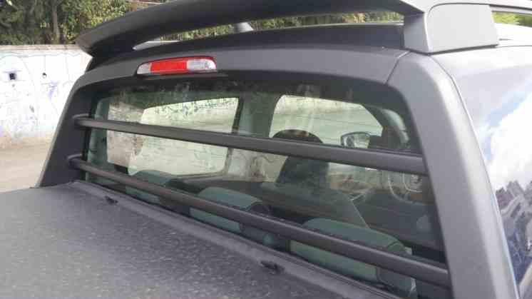 Barras de proteção no vidro traseiro