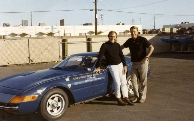 Yates (esq.) com Gurney e o Ferrari Daytona, em 1971