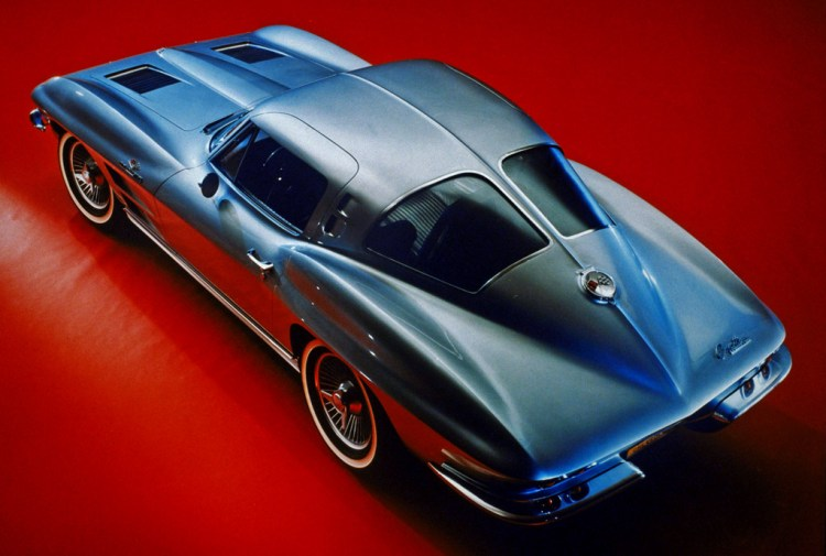 1963_chevrolet_corvettestingraysplitwindow2