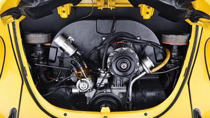 Motor 1600 do Fusca. Observe os filtros de ar sem aquecimento (Quatro Rodas)