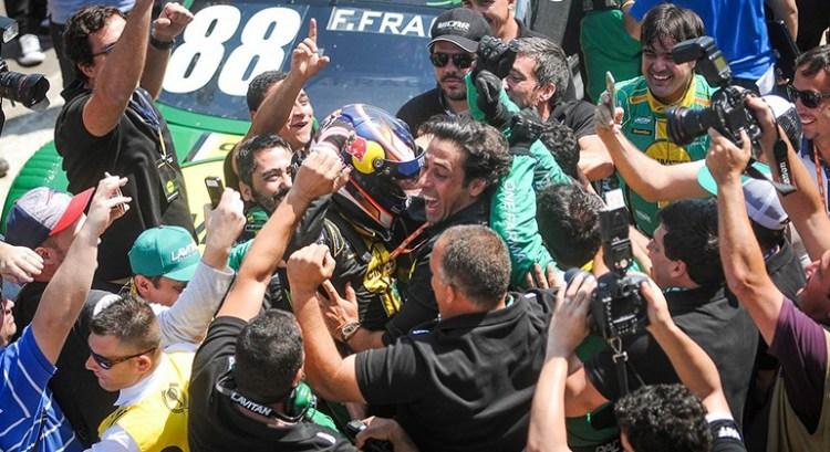 Felipe Fraga pode se tornar o campeão mais jovem da Stock Car brasileira (Foto Fernanda Freixosa)