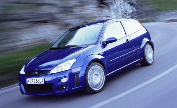 ford-focus-rs-20021-876x535