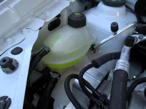Líquido de arrefecimento facilmente visível, e tem cor de refrigerante Mountain Dew