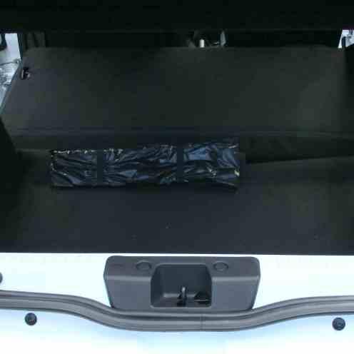 Inevitável danificar a parte com pintura visível da carroceria, ao colocar e remover carga; um acabamento em plástico resolveria.