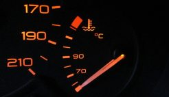 No meu carro, motor frio, logo após a partida