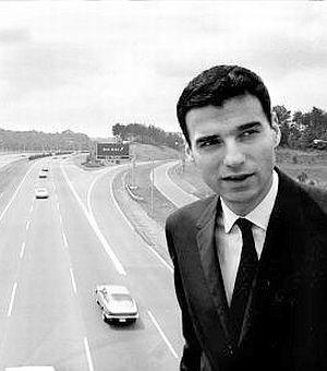 """Ralph Nader, o advogado que escreveu o livro """"Unsafe at Any Speed."""" (Foto: pophistorydig.com"""