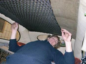 Instalação de rede abaixo do teto do carro
