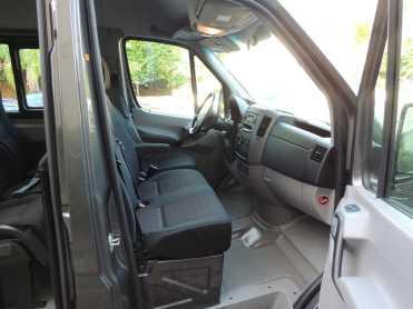 """A """"primeira classe"""" da Sprinter acomoda dois passageiros além do motorista (Foto do autor)"""