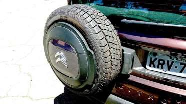 ...mas muito, como eu, preferem o estepe armazenado no interior do veículo