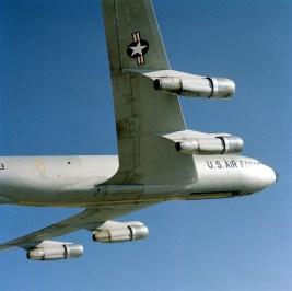 Boeing 707 e seu JT3D carenado na região onde fica o fan (picryl.com)