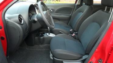 Boa acomodação na frente, mas banco do motorista deveria descer mais uns 100 mm pelo menos