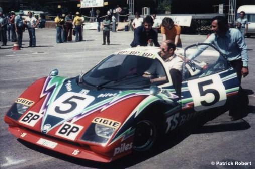 A estreia em 1976 com o modelo P76 (RM Style)