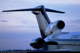 A seção traseira do 727 remotorizado com motores Rolls-Royce Tay. Observem o maior diâmetro do bocal das turbinas, inclusive do motor central (Christopher Hammarborg - jetphotos.com)