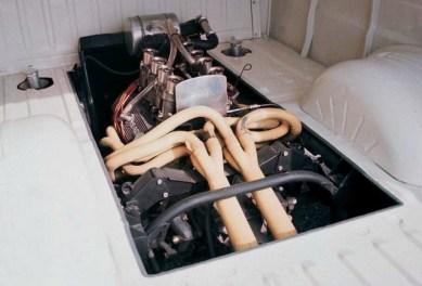 O motor do GT40 na traseira da Transit (motorsportretro.com)