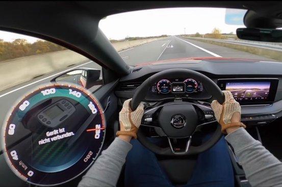 Νέο Skoda Octavia RS με το γκάζι στο πάτωμα (+ βίντεο)