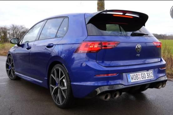 """""""Πιστόλια"""" με το νέο VW Golf R (+ βίντεο)"""