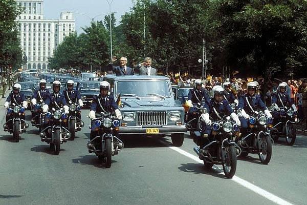 ARO 306 în timpul vizitei oficiale a secretar general al Partidului Comunist al Uniunii Sovietice, Mihail Sergheevici Gorbaciov