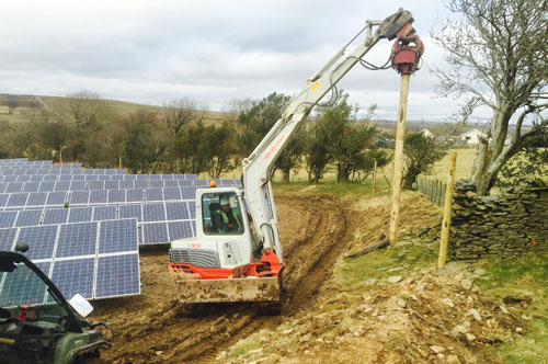 Midi Postmaster installing fences at Solar Farm